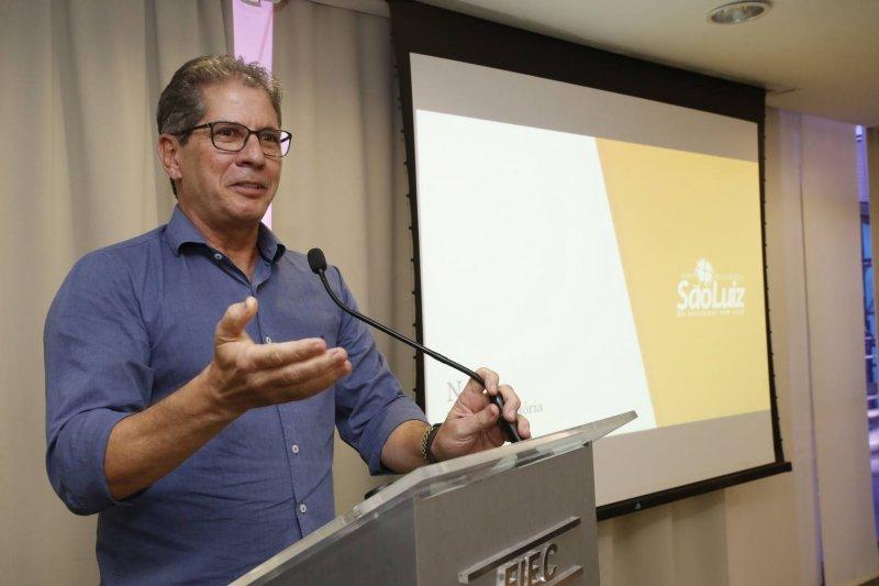 Presidente dos Mercadinhos São Luiz fala para jovens empresários na Fiec