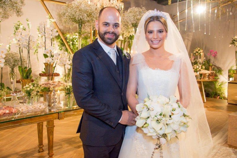 Chuva de Arroz - Sabrina Max torna-se a Sra. Paulo Ximenes em chic e elegante cerimônia