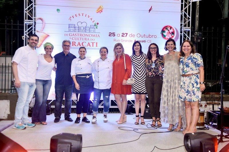 In loco - Glaucia Maia pilota o lançamento do 3º Festival de Gastronomia e Cultura do Aracati, no Mercado dos Pinhões