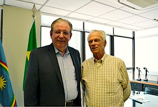 Ricardo Cavalcante apresenta o Observatório da Indústria ao presidente da FIEPE