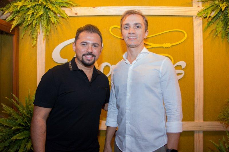 Xand Avião e Marcelo Marfrutas apresentam o novo cardápio do Bang`s