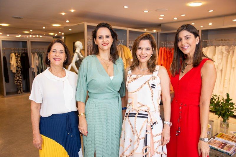 Cajaz recebe a consultora de estilo Luciana Borges durante o lançamento da coleção de Verão 2020