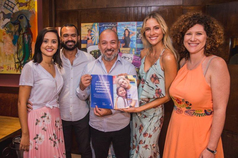 Revista Onda Beach Park lança sua nova edição durante coquetel no Cabana Del Primo