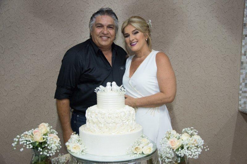 Em noite de pura alegria, Adriana e Luís Carlos Moreira celebram 30 anos de feliz união