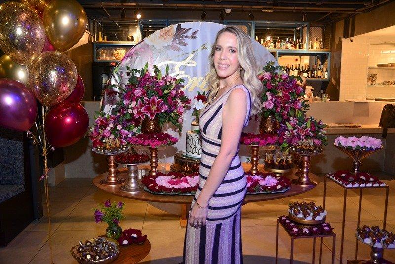 B-day party - Erika Figueiredo reúne familiares e amigos para celebrar sua troca de idade