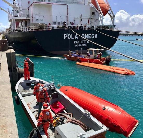 Porto do Pecém simula acidente com vazamento de óleo