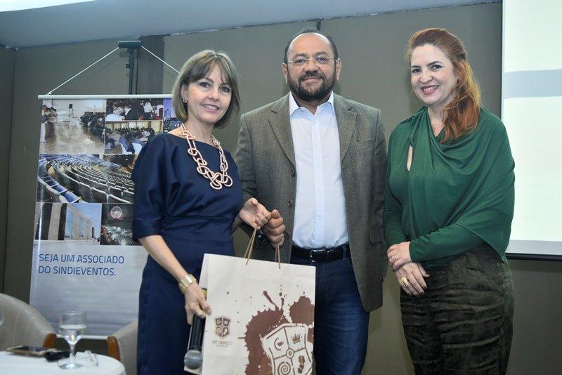 Enid Câmara pilota Café de Negócios em parceria com o Sindieventos Ceará