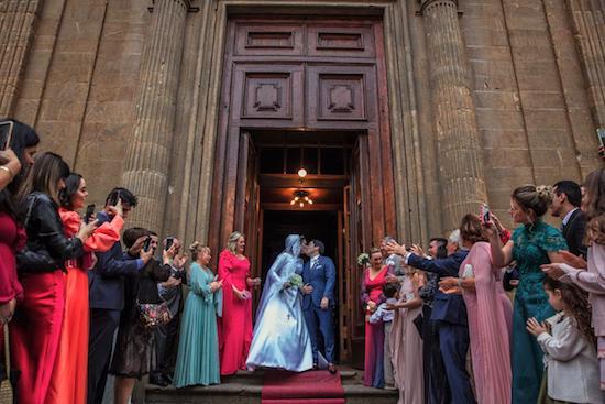 Priscilla Benevides e Pierpaolo Pittelli trocam as alianças em  elegante cerimônia na Itália