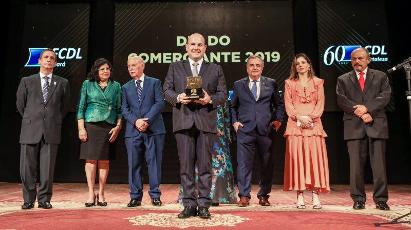 Prefeito Roberto Cláudio é agraciado com Troféu Clóvis Rolim 2019 pelo FCDL