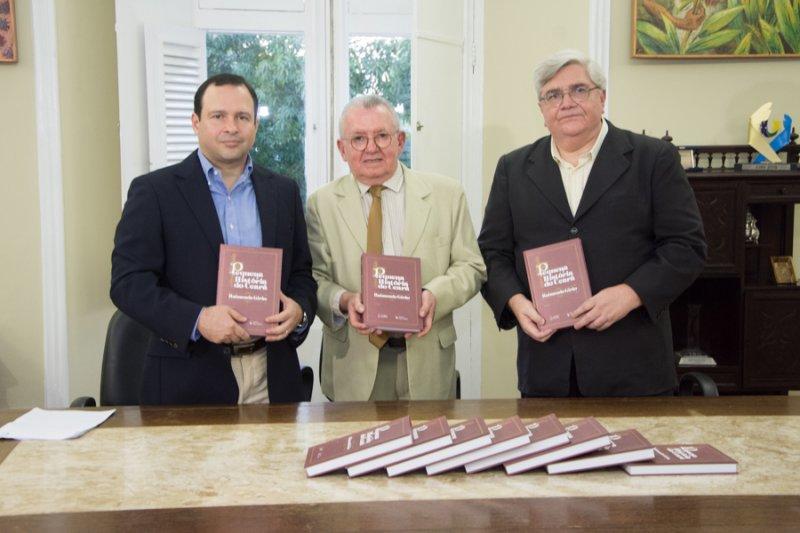 """In Loco  - Igor Queiroz Barroso pilota relançamento do livro """"Pequena História do Ceará"""", de Raimundo Girão"""