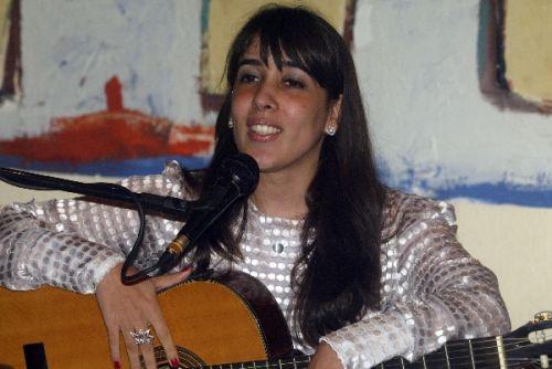 Gente das letras, das artes, da moda e do direito foi abraçar Raquel Machado.