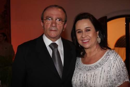 Depois de tomar posse na Academia Cearense de Letras, o ministro Cesar Asfor Rocha foi homenageado com uma carinhosa recepção na casa de Jaqueline e Tales Sá Cavalcante,