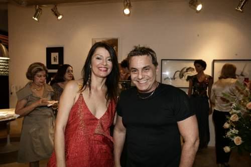 Suzane Farias festeja o sucesso da coleção de jóias inspirada na obra de Lino Villaventura.