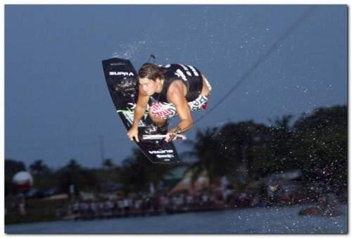 A 2a etapa do Circuito Cearense de Wakeboard agitou as águas da lagoa do Colosso neste fim de semana, em Fortaleza.