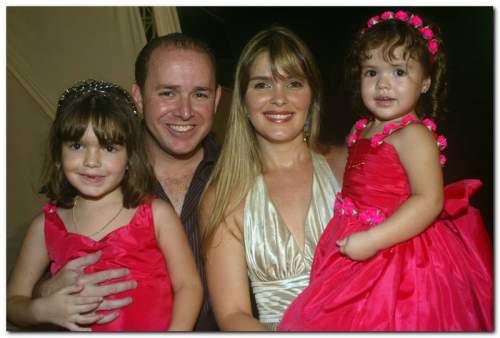 A magia da Disney foi o tema do aniversário de Valentina e Giovanna, filhas de Carol e Ricardo Bezerra.