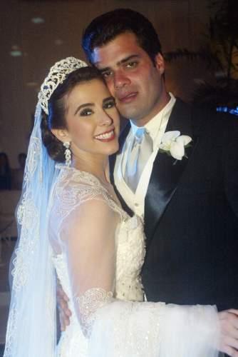 Estilo, glamour e poder se misturavam no très chic marriage de Vivian Otoch Simões e Pedro Felipe Borges.