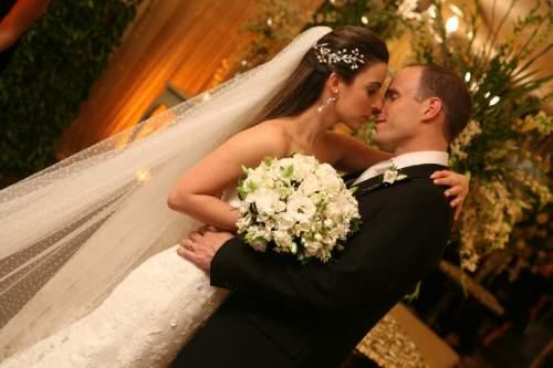 Cercados de requinte e muita discrição, Ticiana Barreira  e André Parente se tornaram marido e mulher.
