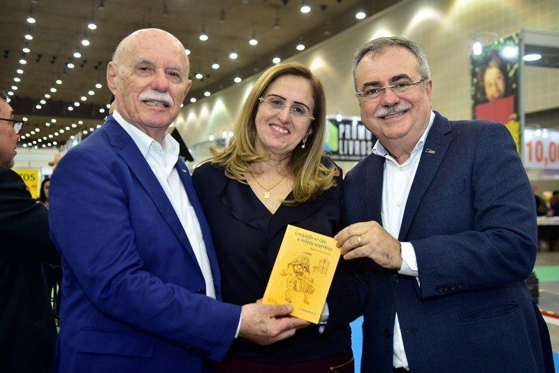 """Homenagem a Luiz Gonzaga - Assis Cavalcante lança o livro """"Gonzagão no céu e outras histórias"""", na XIII Bienal Internacional do Livro do Ceará"""