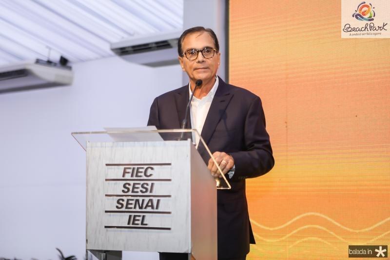 Beto Studart promove ato cívico na FIEC