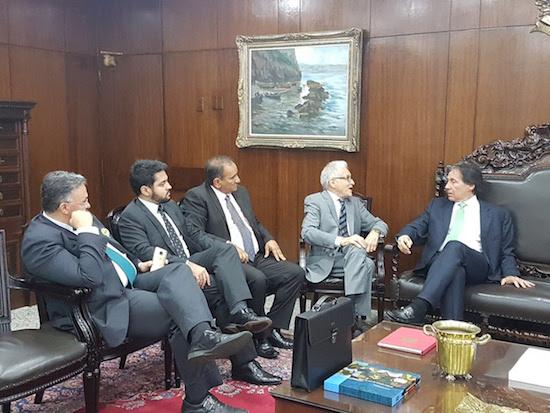 Eunício recebe prefeitos cearenses e discute projetos