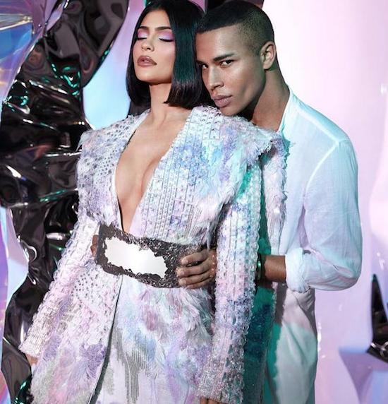 Kylie Jenner assina a direção de beleza da Balmain para o Paris Fashion Week