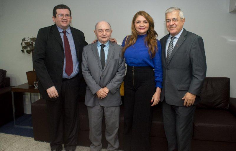 Assembleia Legislativa do Ceará homenageia profissionais da imprensa em prestigiada sessão solene