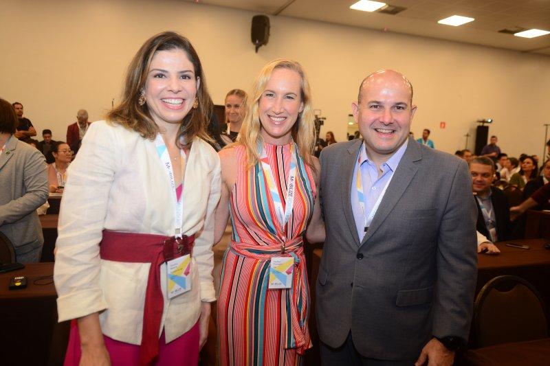 Roberto Cláudio é agraciado com troféu de sustentabilidade durante a abertura do Mobilize Summit, no Gran Mareiro