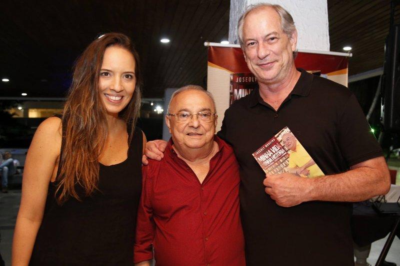 Iate Clube de Fortaleza serve de cenário para o lançamento do livro Joseoly Moreira