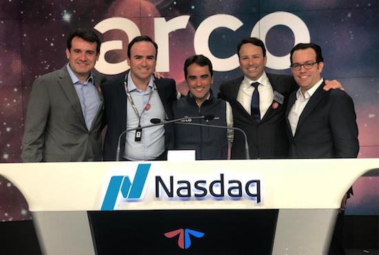 Arco Educação atinge US$ 1,2 bilhão em valor de mercado