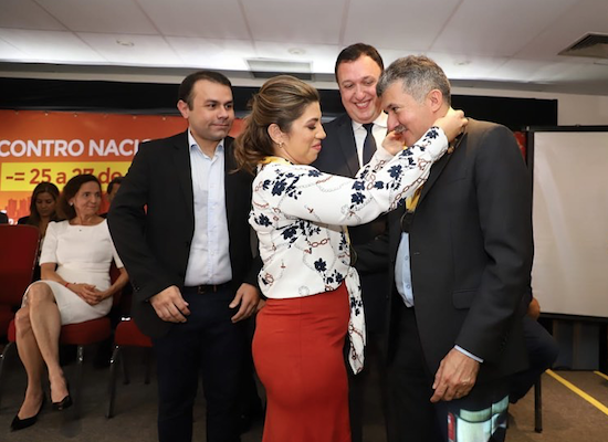 Antônio Henrique recebe a 'Medalha Top Legislativo'