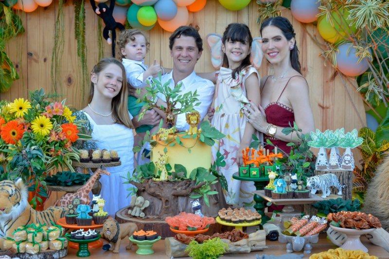 Com o tema Safari, Marcella e Eugênio Porto celebram o primeiro aninho de Antônio Eugênio