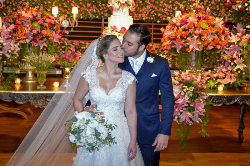 Terminal Marítimo serve de cenário para a elegante festa de casamento de Nathália da Escóssia e Oswaldo Duarte