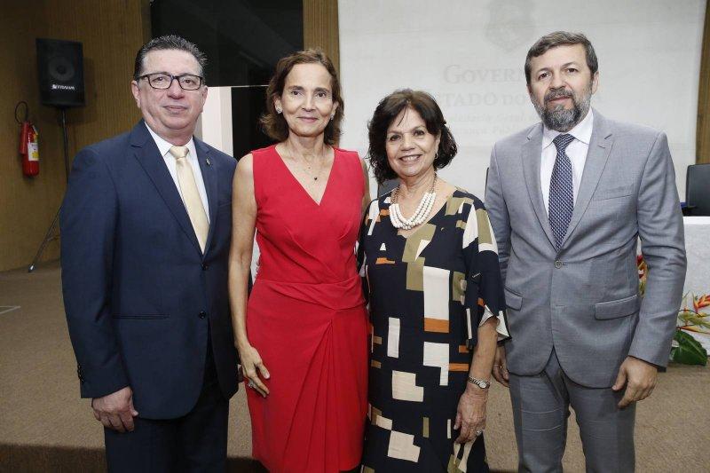 Flávio Jucá, Élcio Batista e Izolda Cela são agraciados com a Medalha Mérito de Justiça e Disciplina