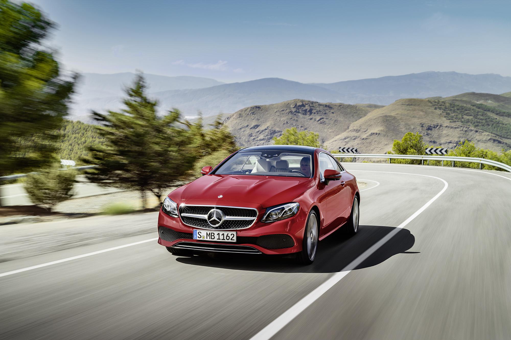 Mercedes-Benz E: sedução e inteligência em um cupê. Quem resiste?