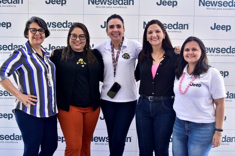 Newsedan Jeep recebe talk sobre câncer de mama, com foco na qualidade de vida.