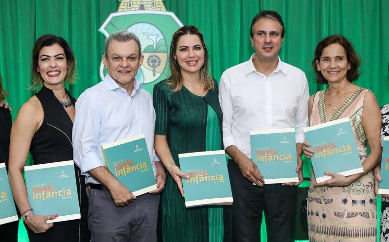 """Camilo e Onélia Santana realizam o lançamento do livro """"Programa Mais Infância Ceará"""""""