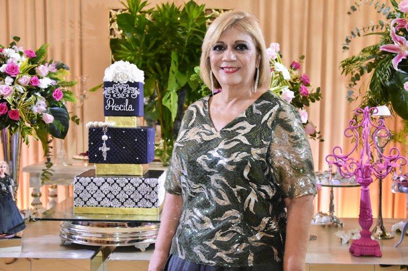 Priscila Cavalcanti celebra a estreia nas seis décadas em noite de pura alegria