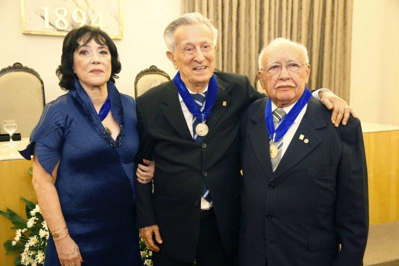 Ângela Gutierrez é a primeira mulher a assumir a presidência da Academia Cearense de Letras