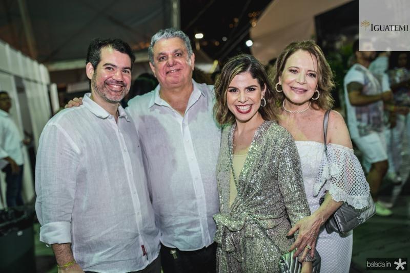Filipe Cunha, Cleber Cunha, Carol Bezerra e Angela Cunha