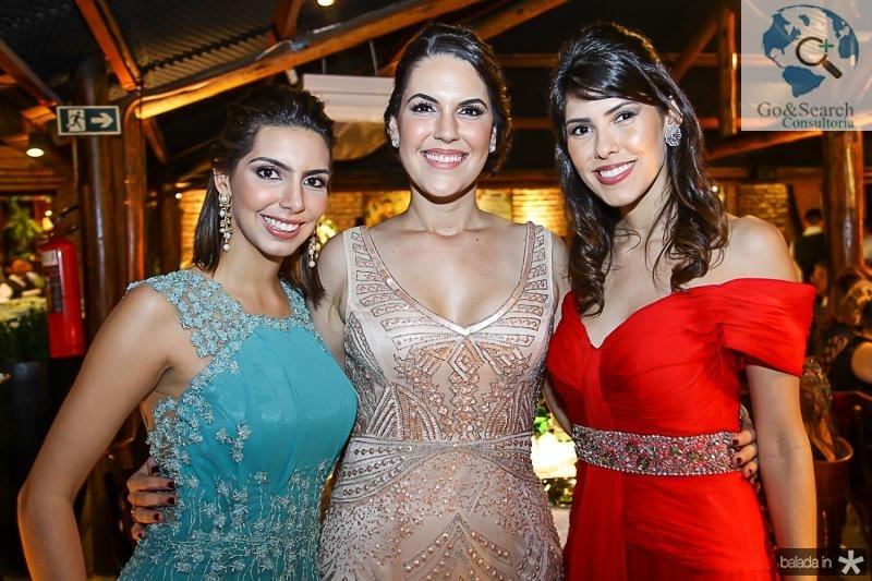 Carla, Larisa e Flavia Laprovitera