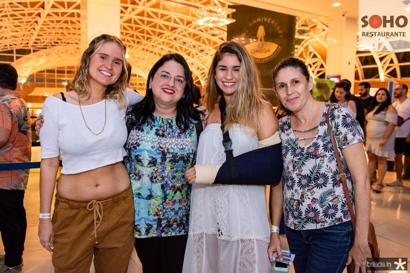 Caroline Martins, Erika Martins, Caterine Martins e Darcinha Martins
