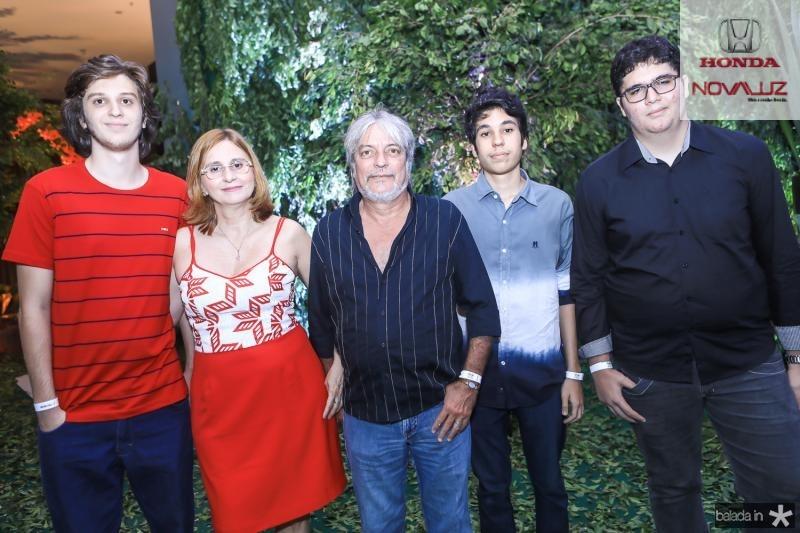 Nicolas, Glaucia, Marco Aurelio, Valentin e Luis Holanda