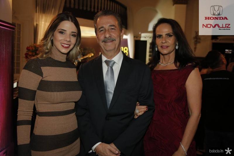 Larissa, Emilio e Katherine Ary