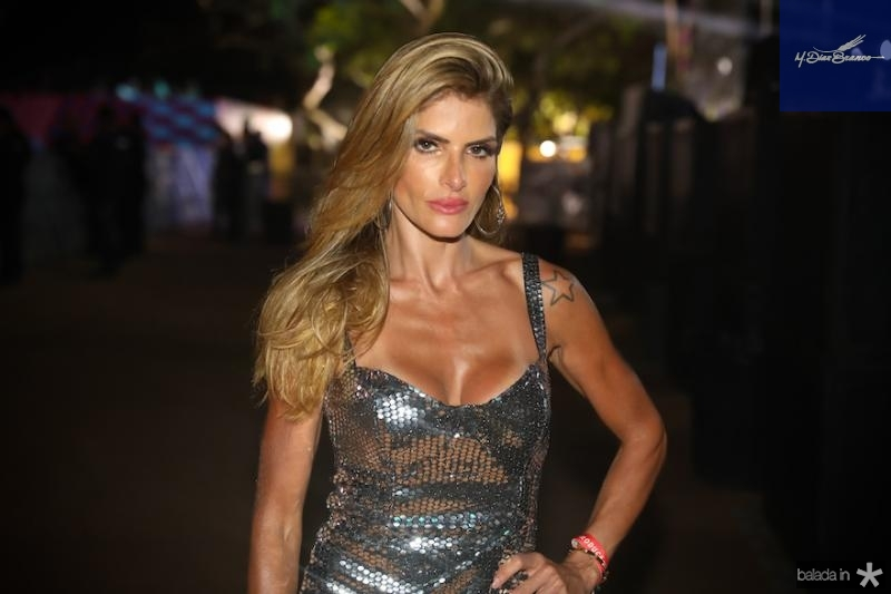 Carol Magalha?es-2