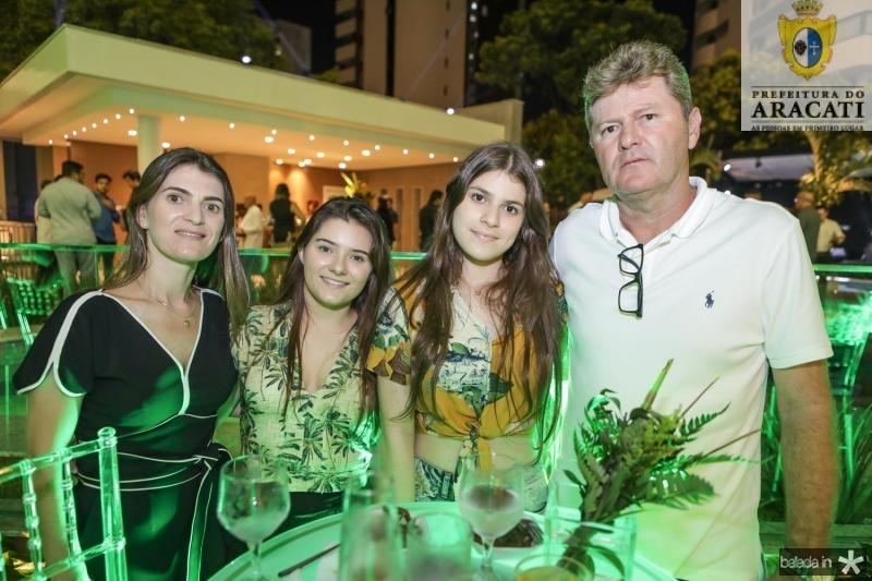 Daniele, Ana Vitoria, Alice e Vicente Aguiar