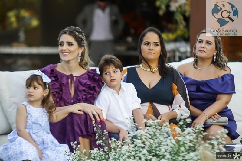 Athina, Rebeca, Henri, Carolina e Ana Leal