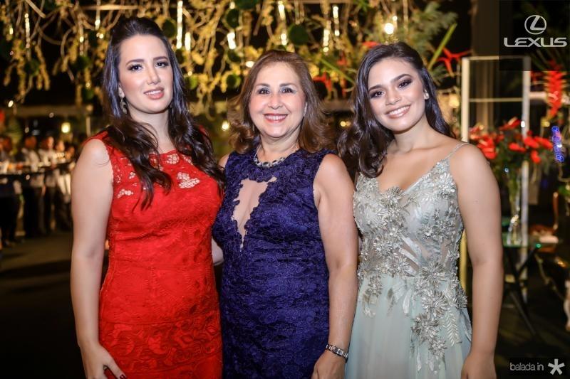 Gabriela, Liane e Isabela Bastos