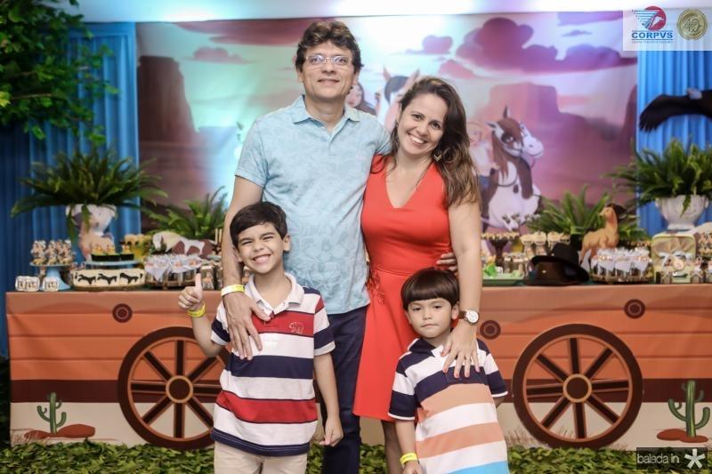 Fermando, Martinho, Daniele e Vinicios Rodrigues