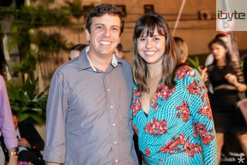 Vitor Nogueira e Naara Vale