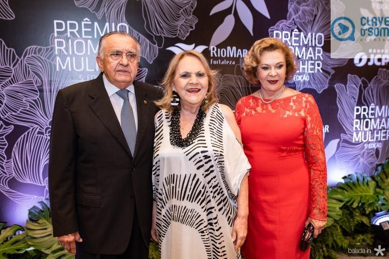 Joao Carlos Paes Mendonca, Guaraciara Barros e Auxiliadora Paes Mendonca